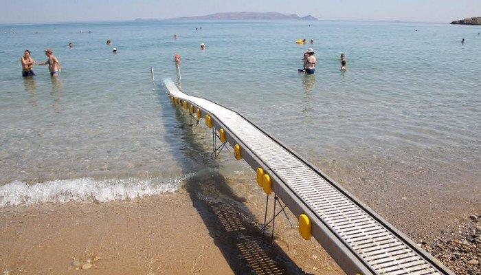 Χρηματοδοτείται η προμήθεια εξοπλισμού πρόσβασης ΑΜΕΑ σε παραλίες