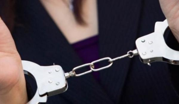 Στη φυλακή η 21χρονη που φέρεται να μαχαίρωσε τον σύντροφό της