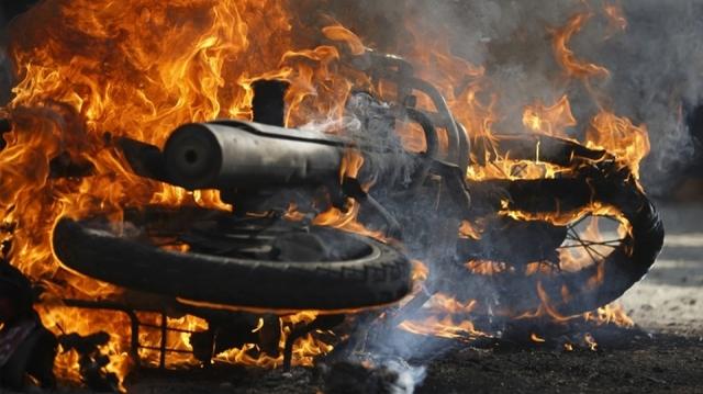 Ηράκλειο: Το δίκυκλο άρπαξε φωτιά στην Εθνική οδό