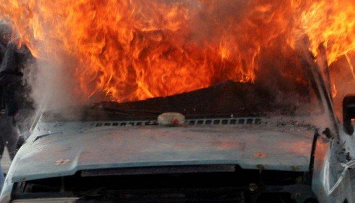"""""""Λαμπάδιασε"""" αυτοκίνητο στην Κάντανο Χανίων (φωτο)"""