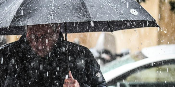Κακοκαιρία «Βικτώρια»: Έπεσε χαλάζι, πλημμύρισαν σπίτια, εγκλωβίστηκε οδηγός στη Μεσαρά