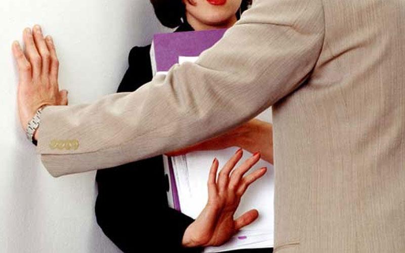 Καταγγελία από κοπέλες για ερωτικά ανταλλάγματα τα οποία ζητούν οι εργοδότες