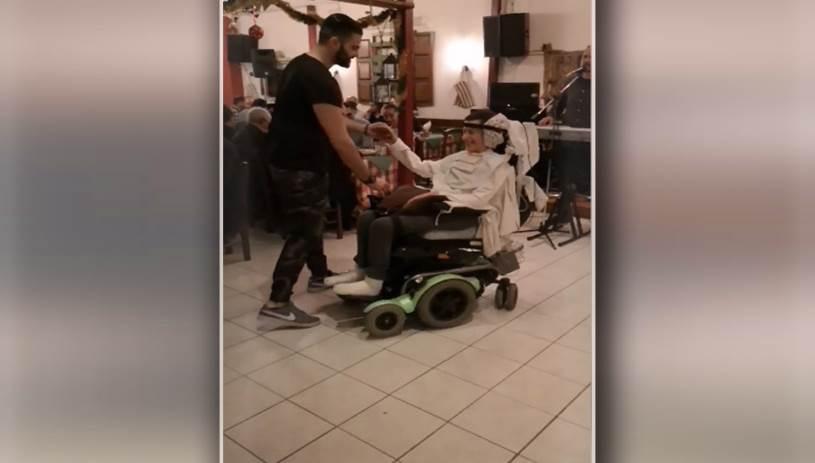 Ρίγη συγκίνησης: ΑΜΕΑ και νοσηλευτής χόρεψαν τον πιο όμορφο Χριστουγεννιάτικο χορό!