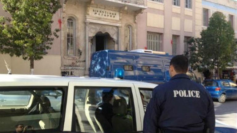 """Ποινική δίωξη για κακούργημα στον 27χρονο για το """"γάζωμα"""" αυτοκινήτου"""