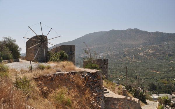 Οι ανεμόμυλοι του Νικηθιανού δεν θα επηρεαστούν από τη διαπλάτυνση του ΒΟΑΚ