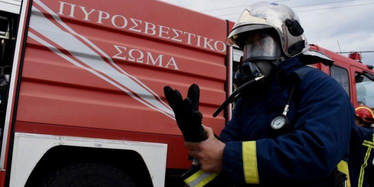 Πυροσβεστικό όχημα και ΙΧ συγκρούστηκαν στο Τυμπάκι