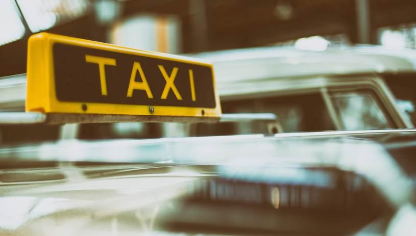 Υπόθεση βιασμού ταξιτζή: «Επικίνδυνος κυνηγός οδηγών ταξί» ο ηθοποιός