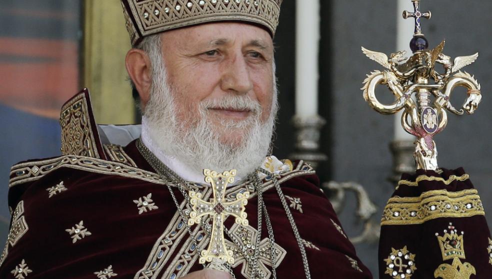 Ο Πατριάρχης Αρμενίων έφτασε στο Ηράκλειο – Ιστορική επίσκεψη