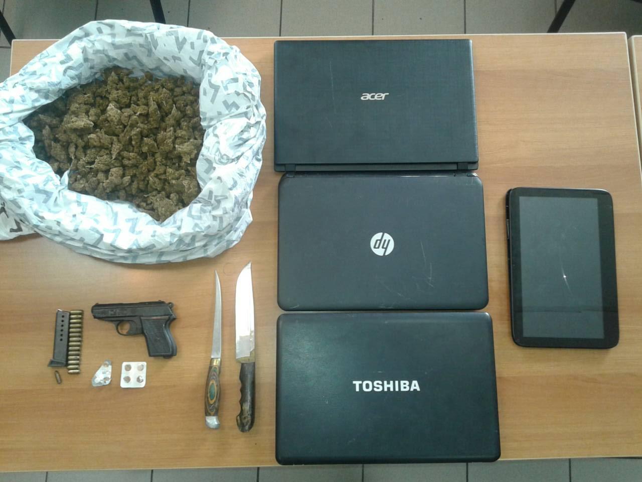 Συνελήφθη, 65χρονη  για παραβάσεις της Νομοθεσίας περί ναρκωτικών ουσιών και όπλων,  στο Ηράκλειο
