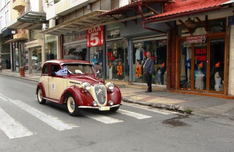 Ηράκλειο: Εικόνες από τον αγώνα ιστορικών αυτοκινήτων στο κέντρο της πόλης