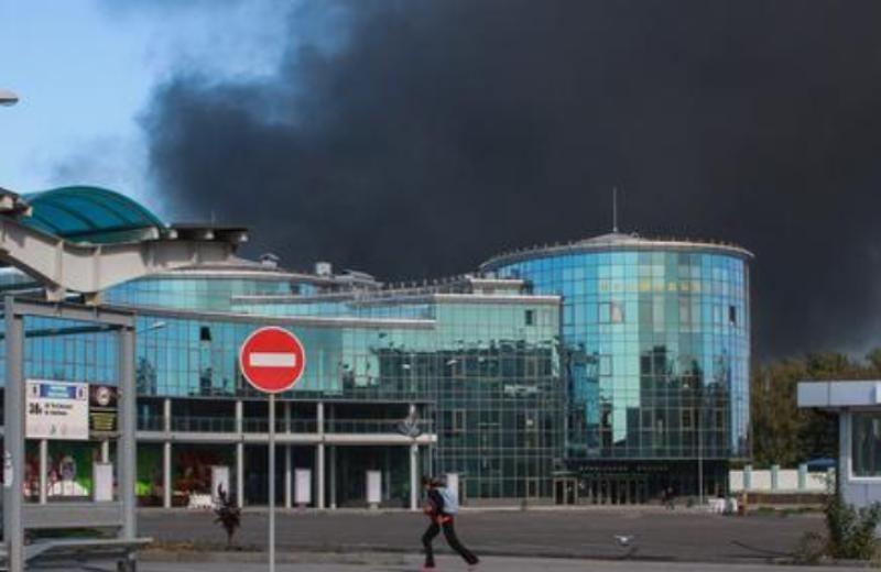Οβίδες έπληξαν πολυκατοικίες και πρώην νηπιαγωγείο στο Ντόνετσκ της Ουκρανίας