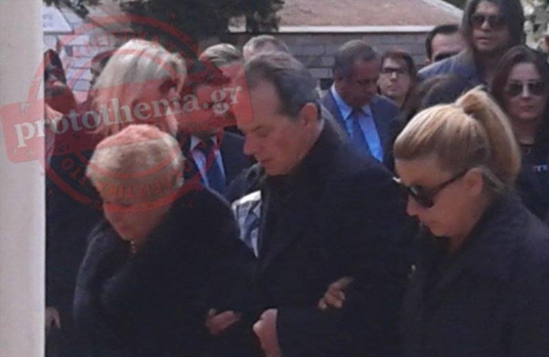 Συντετριμμένη η Βέφα Αλεξιάδου στην κηδεία της αδικοχαμένης κόρης της