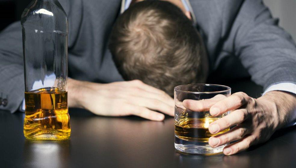 Νεαρός έπεσε αναίσθητος από αλκοόλ στα Μισίρια