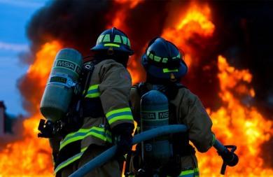 Έκαιγε ξερόκλαδα και προκάλεσε πυρκαγιά