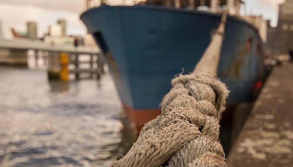"""Απαγορευτικό απόπλου από τα λιμάνια – Με ρυμουλκό """"έδεσε"""" πλοίο στην Κρήτη"""