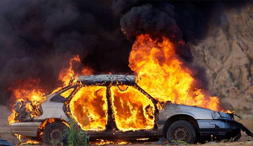 Άρπαξε φωτιά αυτοκίνητο και προκλήθηκε κυκλοφοριακό κομφούζιο