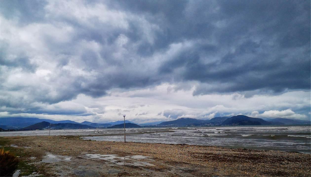 Ανατροπή στο σκηνικό του καιρού - Άνεμοι 8 μποφόρ και πτώση 10 βαθμών