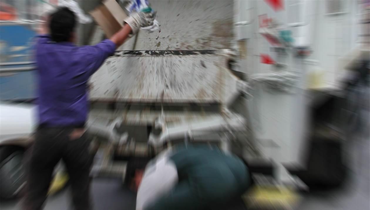 Εργατικό ατύχημα: Το χέρι του πιάστηκε στην πιάστρα του απορριμματοφόρου