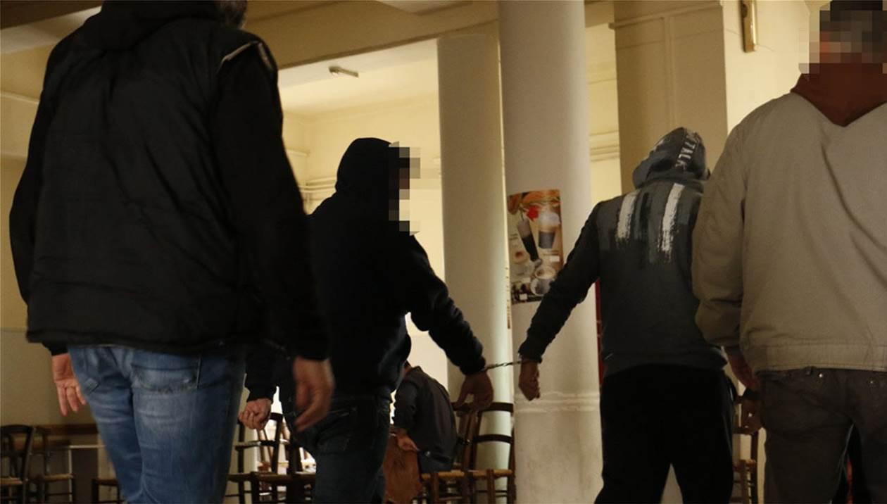 Αναβολή στη δίκη για το εργαστήριο χασίς με τα 18,5 κιλά κάνναβης σε καφενείο στο Τυμπάκι