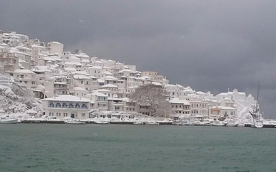 Σφοδρές χιονοπτώσεις σε Ηπειρο και Στερεά Ελλάδα