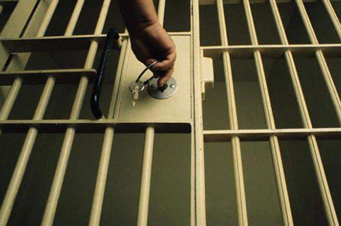 Στη φυλακή νεαρός που φέρεται να ασέλγησε στην κόρη της συντρόφου του