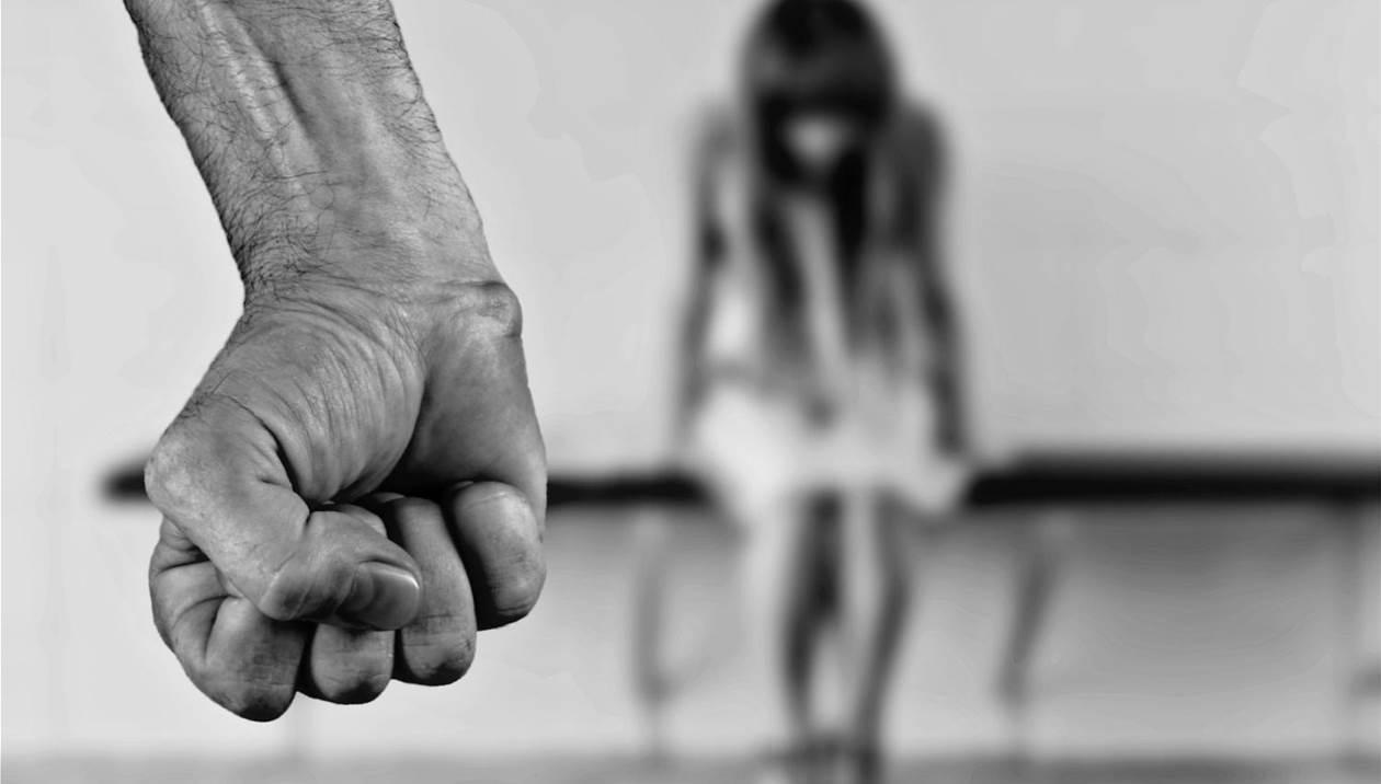 Αναβλήθηκε η δίκη του πατέρα που χτύπησε την ανήλικη κόρη του