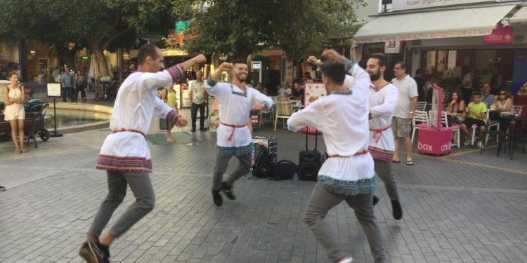 Οι Κοζάκοι χόρεψαν στα Λιοντάρια για τον Ν. Καζαντζακη