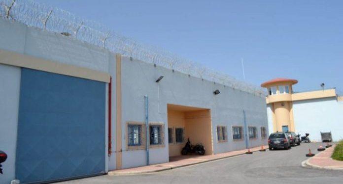 Φορτηγάκι πέταξε ύποπτο δέμα στις φυλακές της Αγυιάς