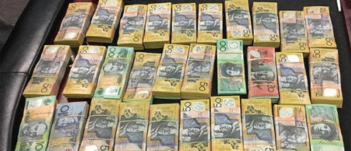 300.000 ευρώ παραπάνω είδε στη μισθοδοσία του ένας δημόσιος υπάλληλος