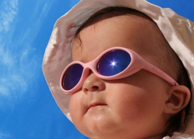 Πρέπει τελικά  το μωρό να φοράει γυαλιά ηλίου η όχι;
