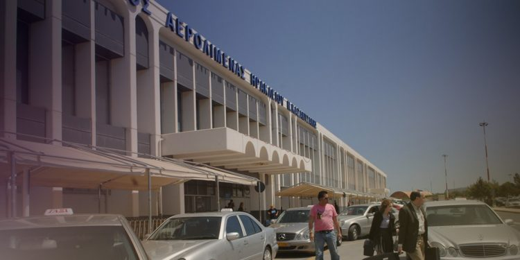 Ο κορωνοϊός πλήττει και τις αερομεταφορές – Μείωση 50% στο «Ν. Καζαντζάκης»
