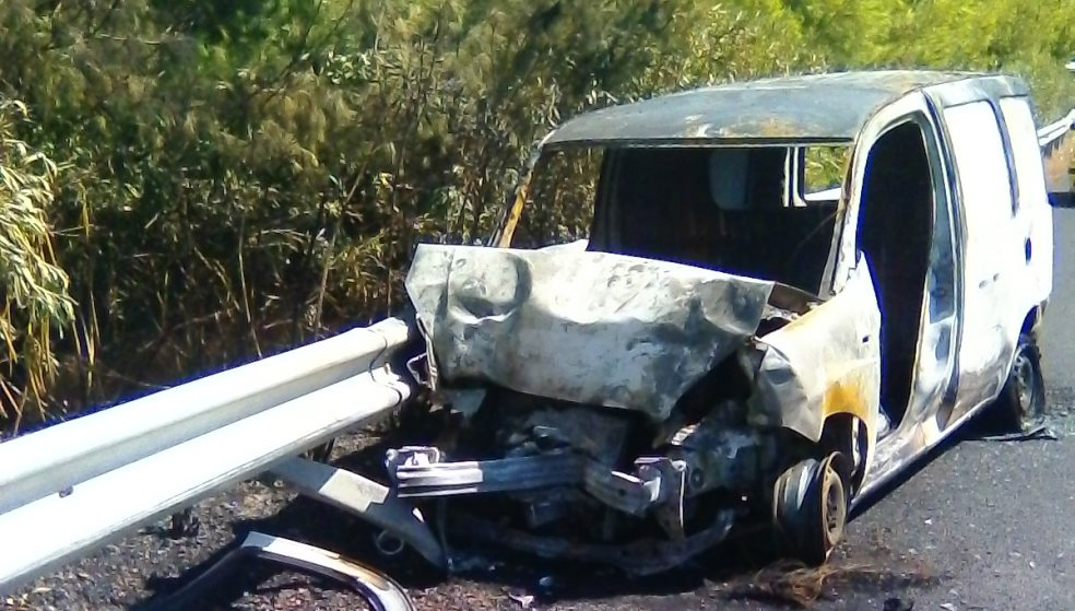 Φωτιά κατέστρεψε φορτηγάκι στις Αρχάνες