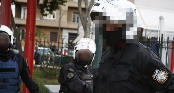 """Ένστολοι """"πιάστηκαν στα χέρια"""" σε κεντρικό δρόμο των Χανίων"""