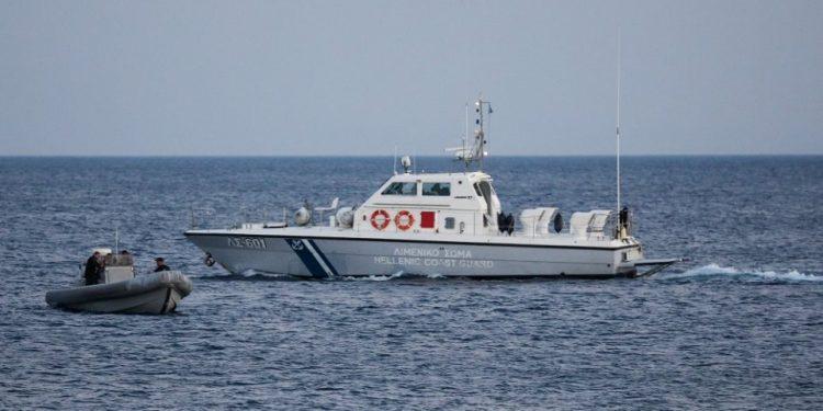 Σκάφος με έξι επιβάτες εξέπεμψε SOS ανοιχτά της Κρήτης