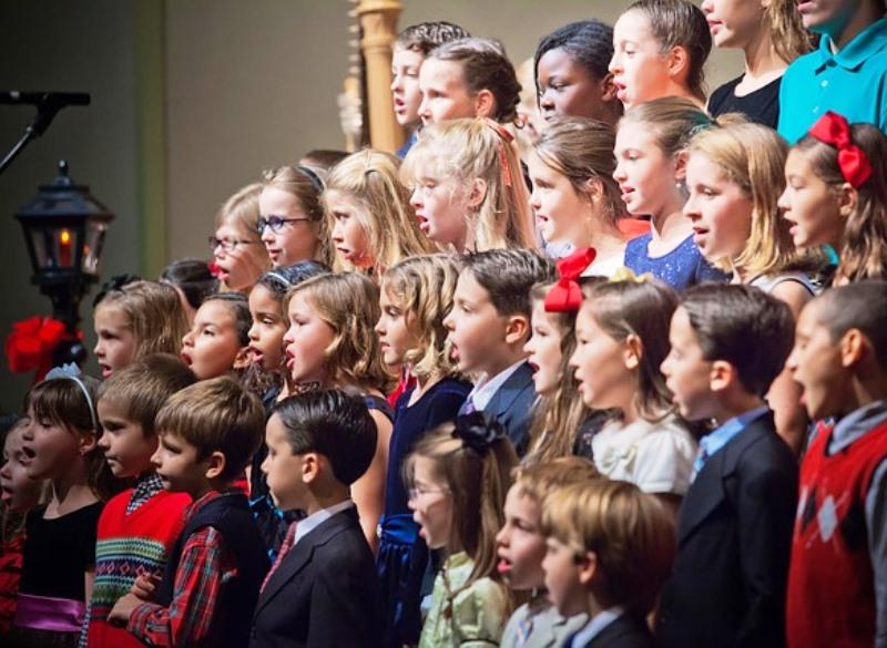 Πασίγνωστοι καλλιτέχνες τραγουδούν και βοηθούν τα παιδιά στο Ηράκλειο!