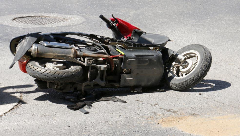 Τρεις νέοι στο νοσοκομείο - Συγκρούστηκαν οι μηχανές τους