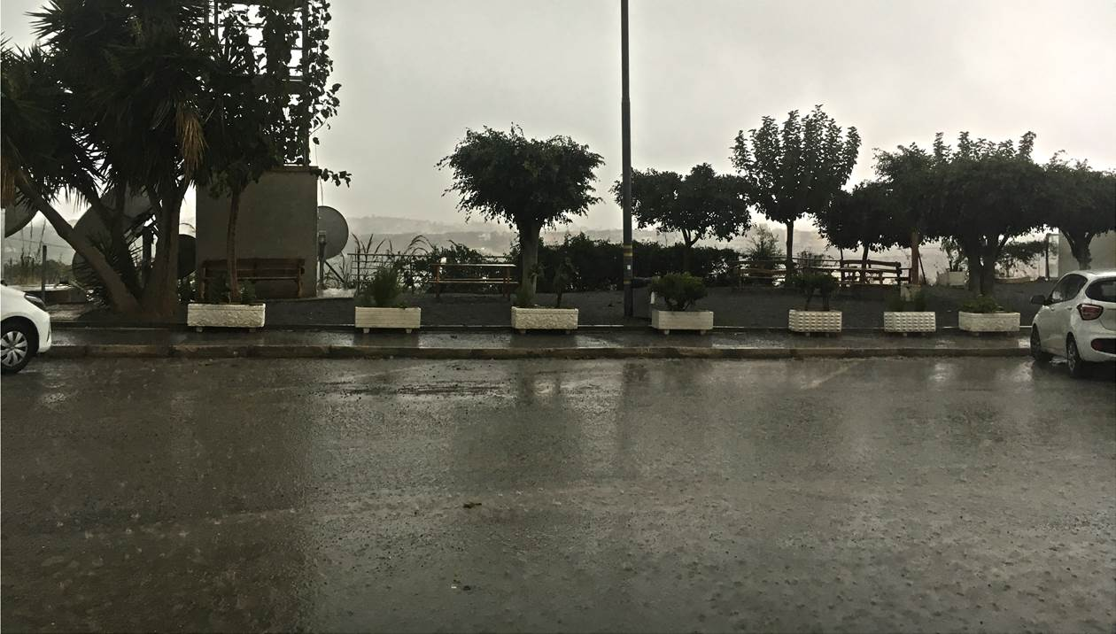 Κακοκαιρία «Βικτώρια»: Καταρρακτώδης βροχή στο Ηράκλειο - 2 απανωτά τροχαία