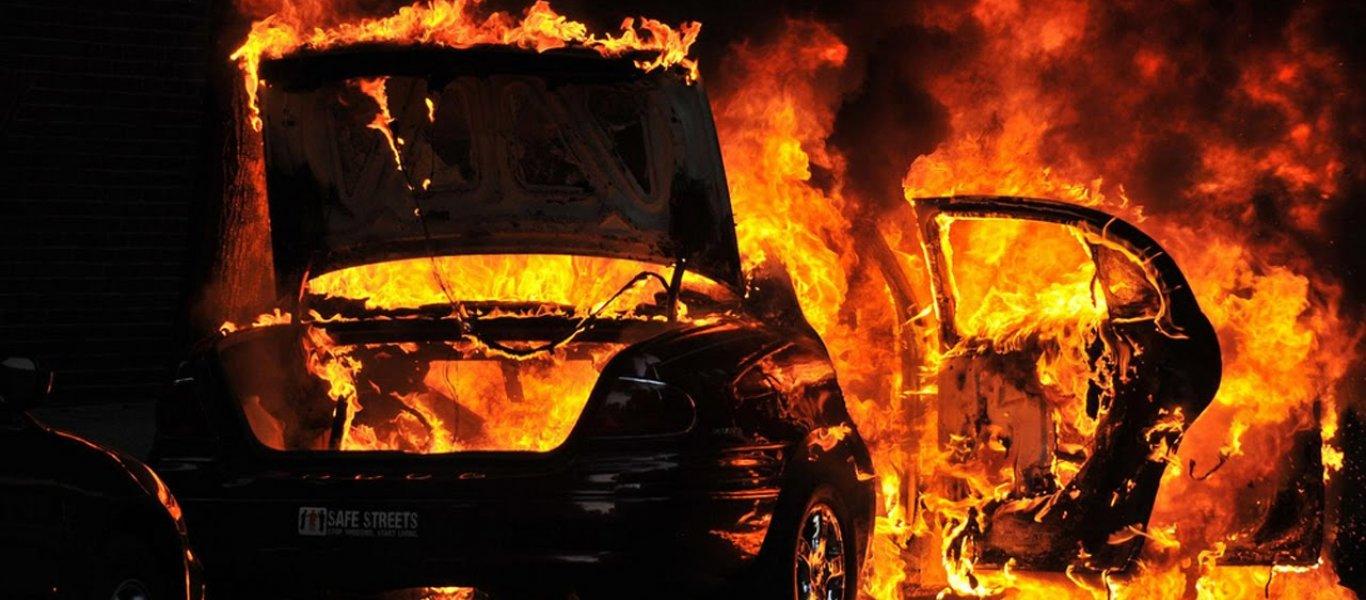 Στις… φλόγες αυτοκίνητο στο Ηράκλειο