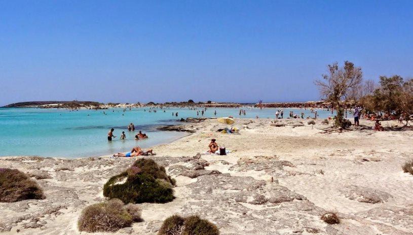 «Καυτές» θερμοκρασίες στη χώρα – Στις παραλίες οι Κρητικοί