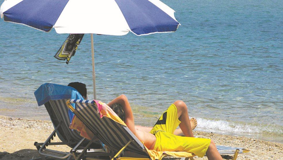 Τιμές... αλά Μύκονος στυλ στις παραλίες