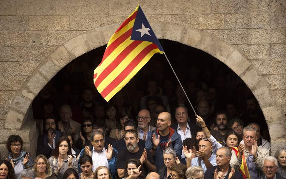 Επιβράδυνση ανάπτυξης στο 2,3% αναμένει για το 2018 η Μαδρίτη, λόγω Καταλωνίας