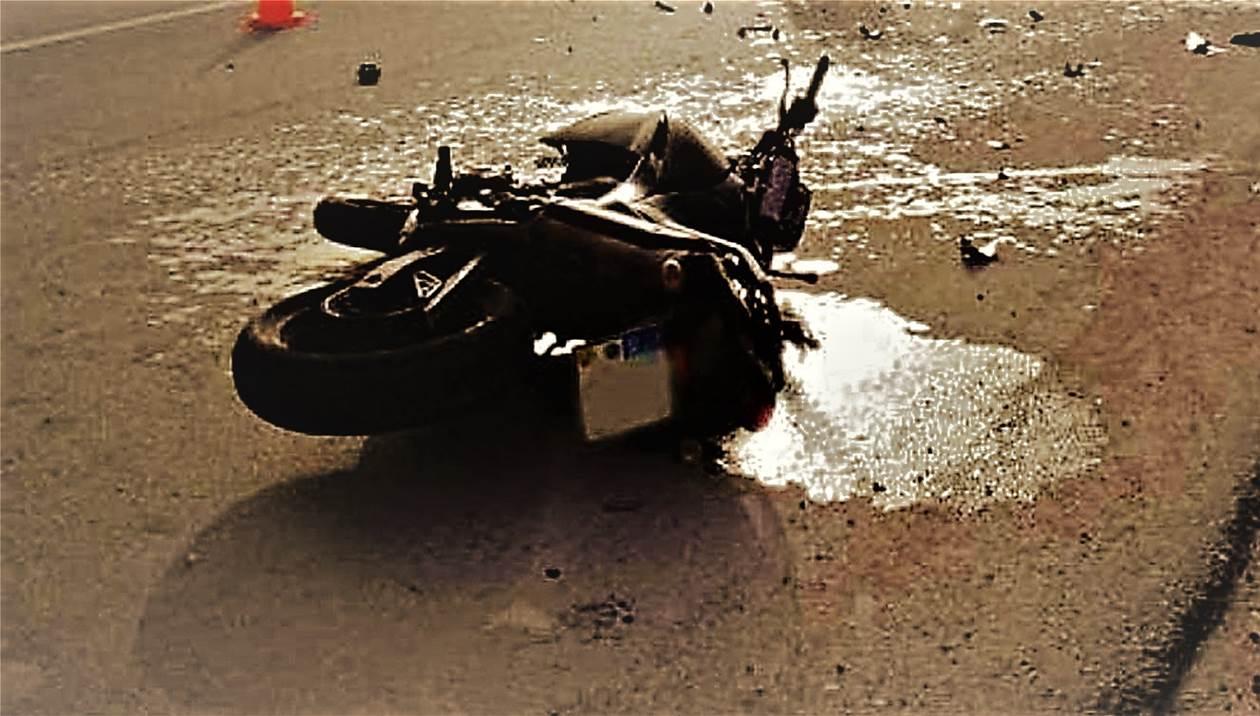 Πέθανε ο 25χρονος δικυκλιστής που έπεσε σε κολόνα στον Κρουσώνα