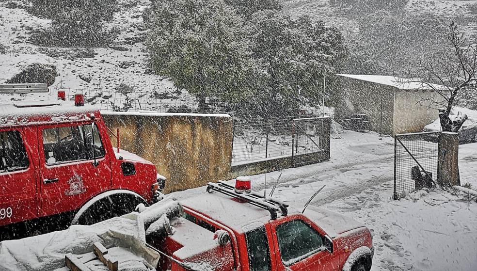 Κακοκαιρία: Αποκλείστηκαν οδηγοί στο Οροπέδιο λόγω σφοδρής χιονόπτωσης