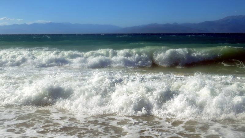 Έζησαν τον εφιάλτη ενώ τους «κατάπιναν» τα κύματα – Βίντεο με διάσωση τουρίστριας στα Μάλια