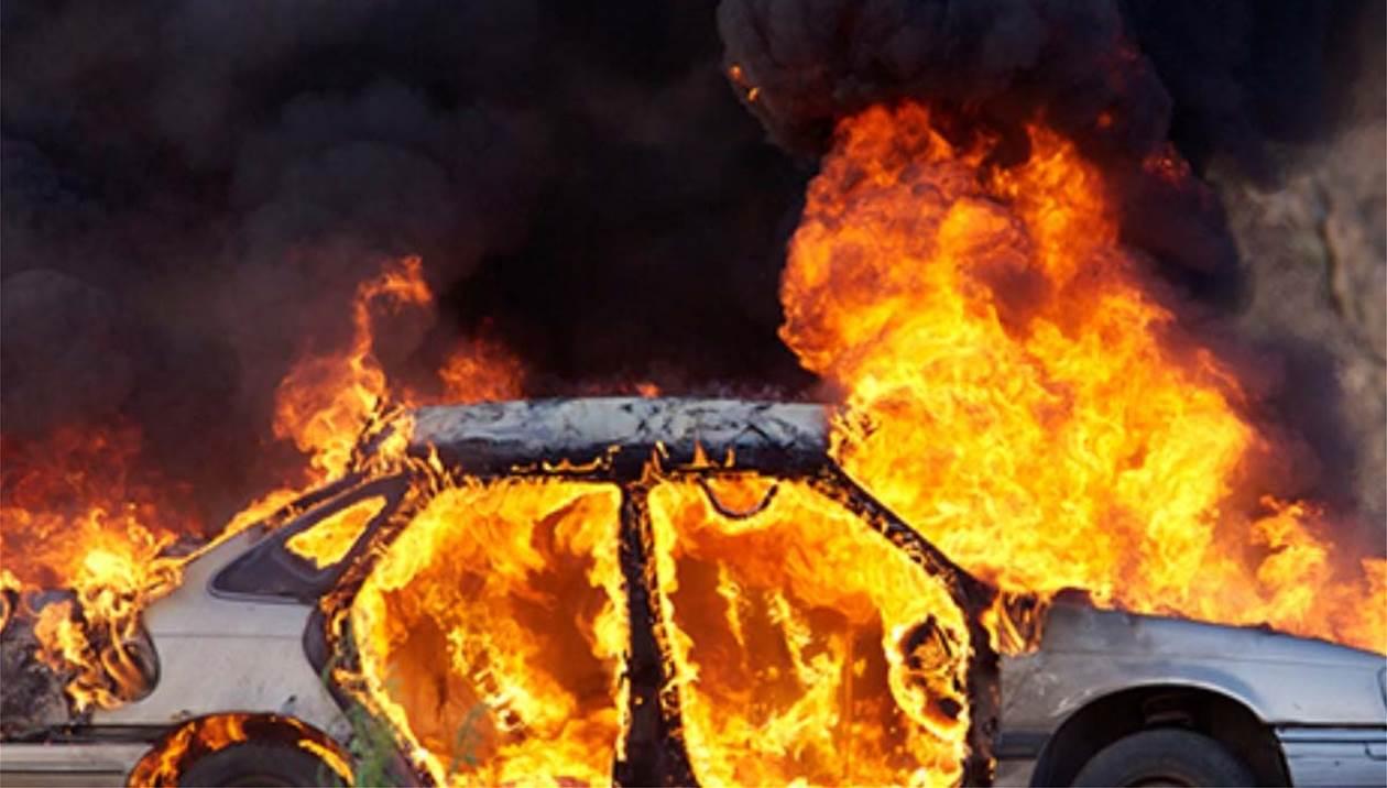 Αυτοκίνητο πήρε φωτιά στην εθνική οδό - Είχαν «Άγιο» οι επιβάτες