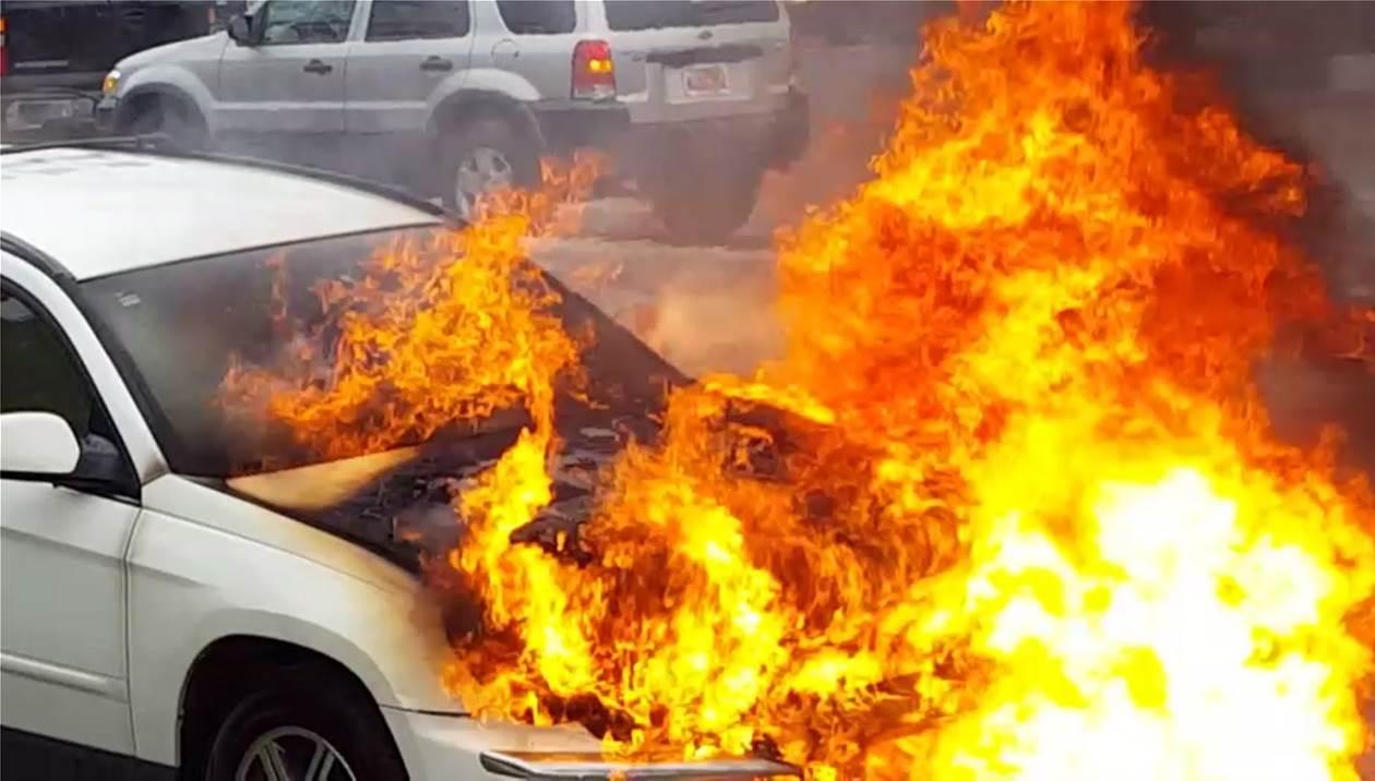 Αυτοκίνητο τυλίχθηκε στις φλόγες στις Αρχάνες