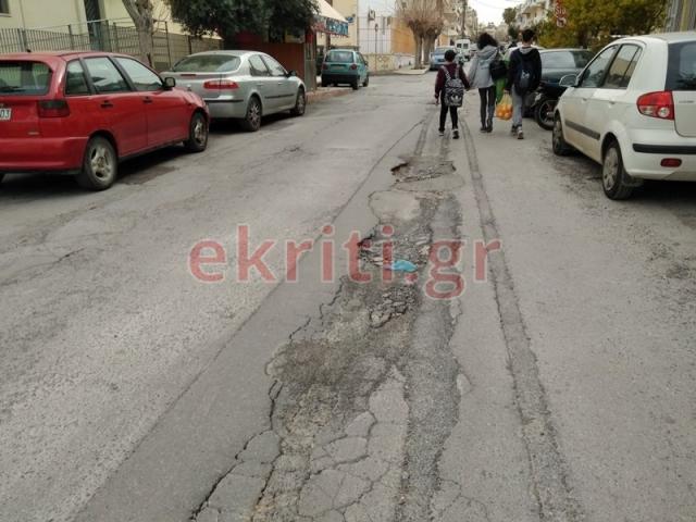 Επικίνδυνες λακκούβες στους δρόμους της Θερίσσου...