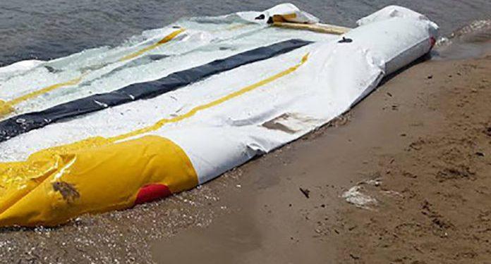 Έρευνα για εγκαταλελειμμένη βάρκα σε παραλία