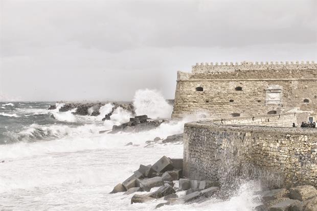 Προσπαθούν να σώσουν το φρούριο Κούλε από τη διάβρωση (vid)
