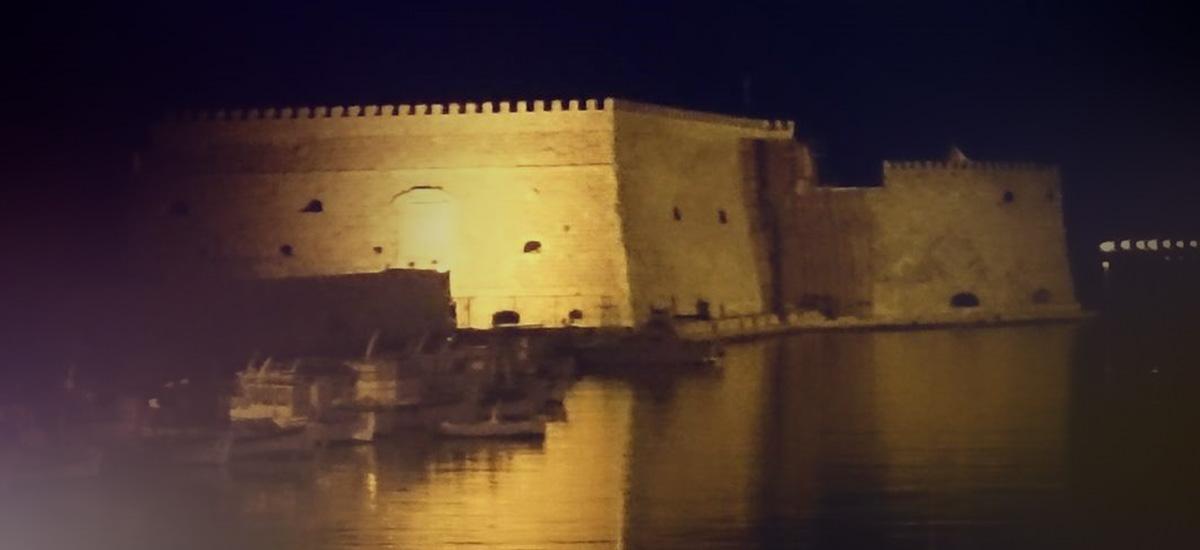 Χάζευε στο κινητό κι έπεσε στο… λιμάνι του Ηρακλείου